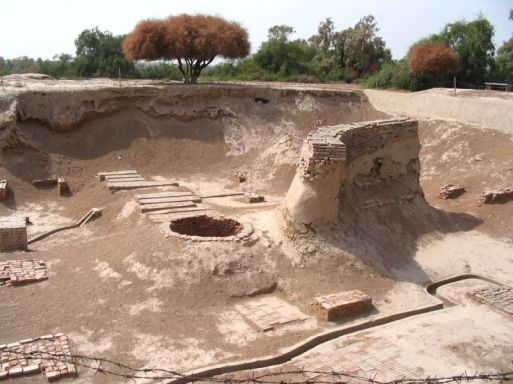 https://ufolove.files.wordpress.com/2011/09/harappa2.jpg?w=300