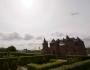 بشقاب پرنده ای در بالای یک قلعه ی قرون وسطایی درهلند